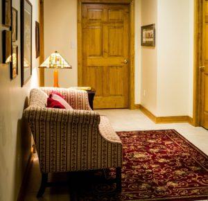 hallway 382153 1920 300x290 - Naturalnie o oświetleniu przedpokoju i korytarza w naszym domu.